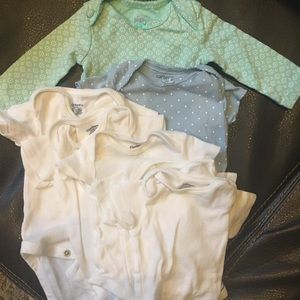 Set of 5 white NBonesies and 0-3 month patterned